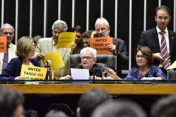 Para o PT não há saída digna que não seja apoiar Erundina – Por Paulo Nogueira