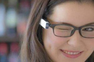 Câmera em óculos permite fazer fotos apenas piscando os olhos