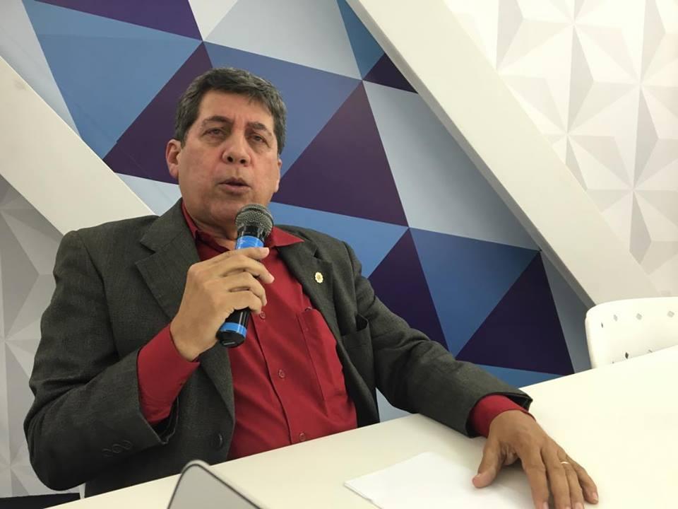 Presidente do Conselho Regional de Economia afirma que definição do impeachment é 'a chave' para a crise no Brasil