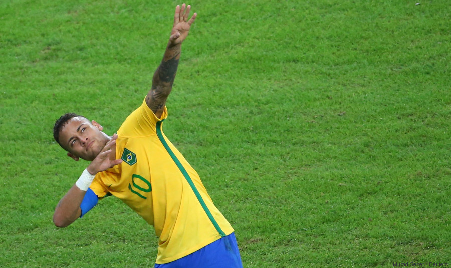 2016 Rio Olympics - Soccer - Final - Men's Football Tournament Gold Medal Match Brazil vs Germany - Maracana - Rio de Janeiro, Brazil - 20/08/2016. Neymar (BRA) of Brazil celebrates scoring their first goal. REUTERS/Murad Sezer FOR EDITORIAL USE ONLY. NOT FOR SALE FOR MARKETING OR ADVERTISING CAMPAIGNS.