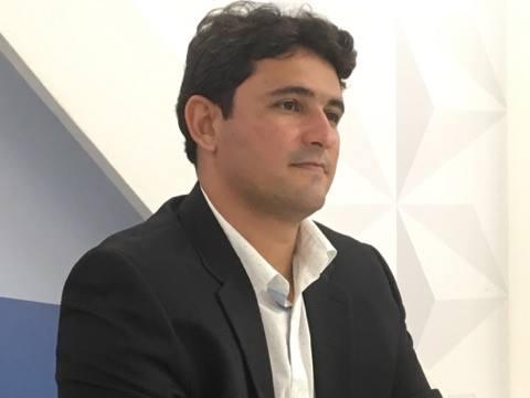 Damásio Franca mostra moderação e prefere não definir posicionamento político