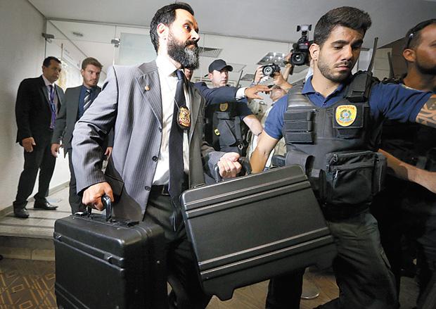 PF solta três dos quatro policiais legislativos presos na Operação Métis