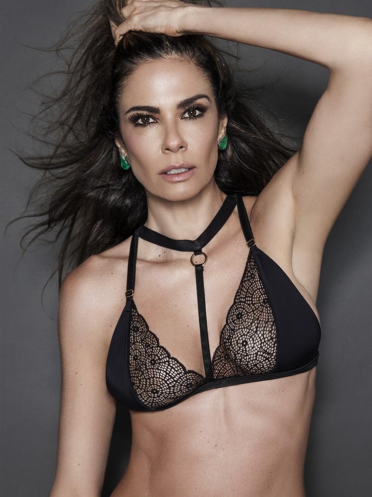 Luciana Gimenez posa completamente nua na web e causa polêmica 4644f278210
