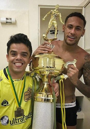 Neymar exibe tatuagem de Mulher-Gato e fãs vão à loucura nas redes sociais