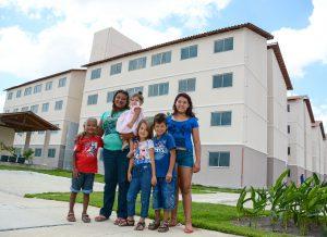 Prefeitura realiza sonho de 192 famílias que vão passar o Natal na casa nova
