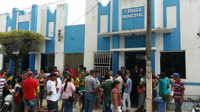 Sessão termina em confusão e spray de pimenta em município paraibano