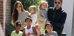 o casal angelina jolie e brad pitt passeia com os seis filhos pelas ruas de nova orleans 20311 1400679232345 615x300 300x146 - Brad Pitt teria se irritado com Angelina Jolie após filha caçula do casal sofrer acidente
