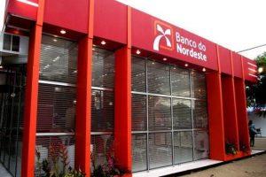 Bancários fazem protesto contra fechamento de agências do Banco do Nordeste em João Pessoa