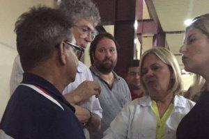Ricardo Coutinho visita familiares do agente do Detran atropelado durante uma blitz