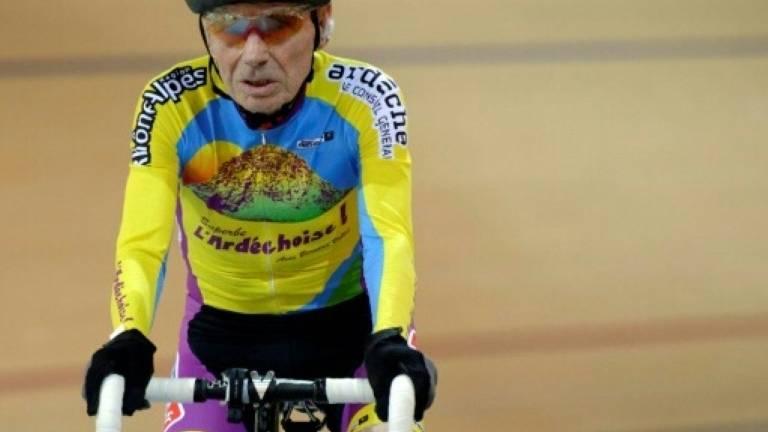 Com 105 anos, francês tentará bater recorde de velocidade na bicicleta
