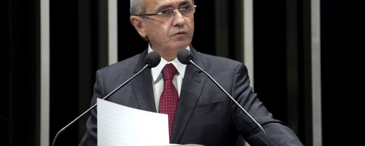 Cícero confirma sua saída da cena política