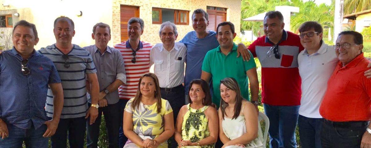 Lira participa de encontro com prefeitos na residência de Ricardo Barbosa