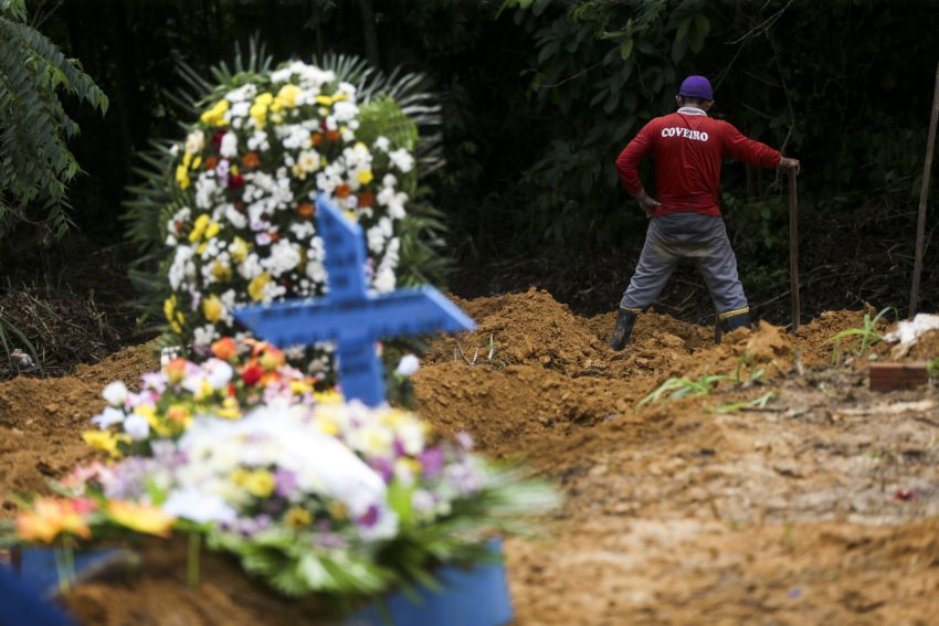 Manaus - Quadra 34 do Cemitério Parque Tarumã, onde estão enterrados os dententos mortos na rebelião do Complexo Penitenciário Anísio Jobim. (Marcelo Camargo/Agência Brasil)
