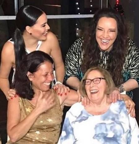 Ana Carolina e Letícia Lima passam o réveillon junto com as mães