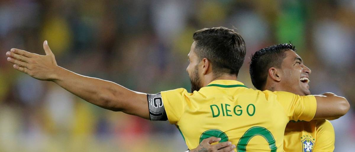Brasil bate Colômbia no jogo em tributo à Chapecoense