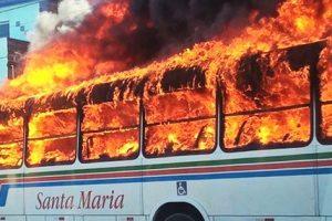 CAOS: Doze ônibus, um carro e duas delegacias foram atacados nesta quarta em Natal, sindicato manda recolher frota