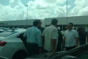 Rodolpho fica calado durante interrogatório e é hostilizado ao deixar a Central de Polícia