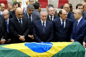 Corpo do ministro do STF Teori Zavascki é enterrado em Porto Alegre
