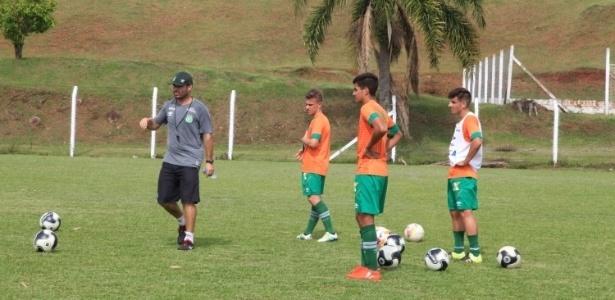 Chape tenta blindar juniores em primeiro jogo do clube após tragédia