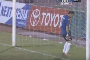 Goleiro leva gols de propósito e é suspenso