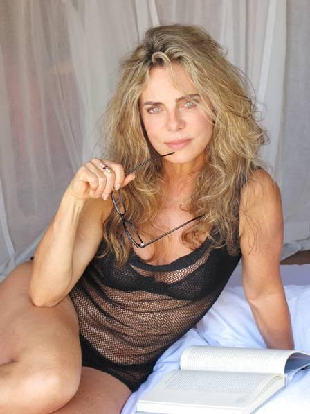 Aos 64, Bruna Lombardi fala da repercussão de foto de biquíni e nega retoque