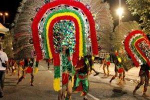 Desfiles do Carnaval Tradição atraem milhares de foliões ao Centro de JP