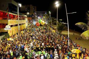 Folião morre após ser baleado por PM em circuito de carnaval