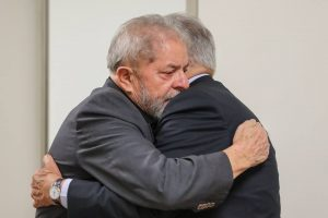 FHC visita Lula para dar os pêsames