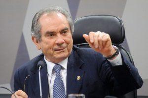 raimundo lira ccj 300x199 - Primeira reunião como líder, Raimundo Lira comanda bancada do PMDB no Senado