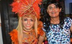 Fantasiado como rainha de bateria vereador anima o carnaval de Cajazeiras
