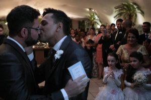 Prefeito gay do PSDB se casa com parceiro em São Paulo