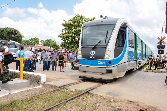 Prefeitura entrega cancela ferroviária em Várzea Nova