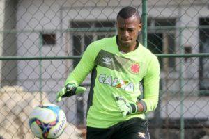 Goleiro do Vasco, Jordi admite erro do árbitro, mas provoca o Flamengo