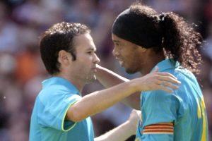 'Ronaldinho mudou os rumos do Barcelona', diz Iniesta