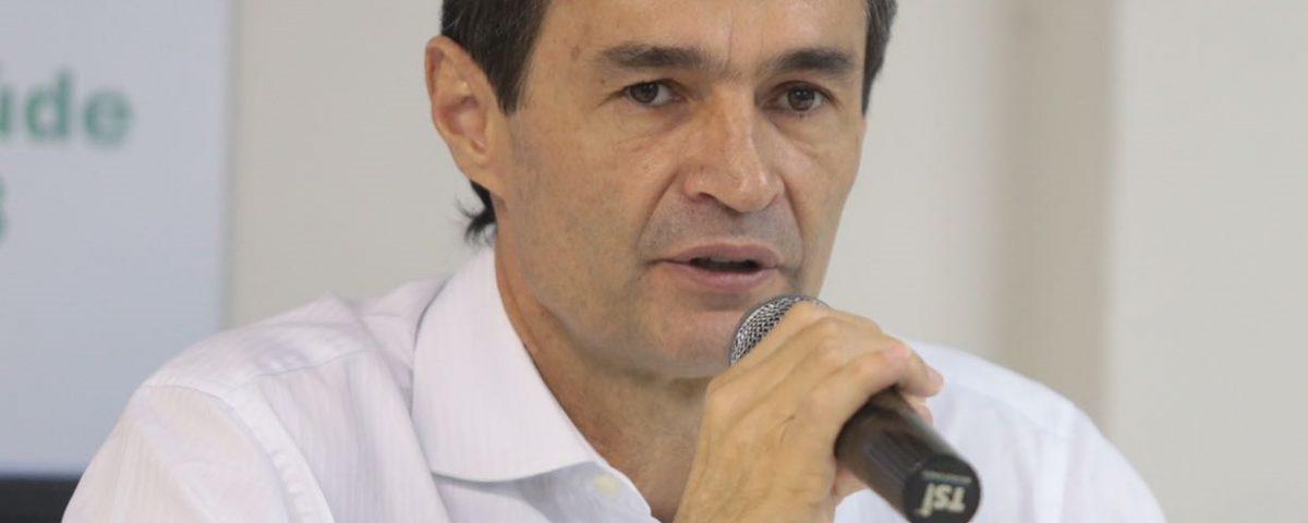 ACIMA DO TETO: Secretário de Romero acumula cargos públicos e recebe R$ 36 mil por mês