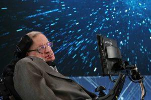 Stephen Hawking aceita convite para fazer viagem ao espaço