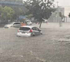 Fortes chuvas causam alagamentos por toda Campina Grande