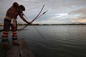 Índio que flechou tio após descobrir traição é condenado no DF