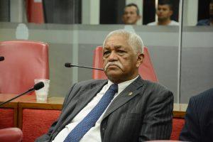 Vereador João dos Santos comunica saída da bancada de oposição e deve integrar governista