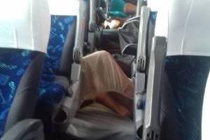 Crise faz time viajar em dia de jogo e jogadores dormem em chão de ônibus