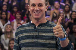 Presidente de escola de samba confirma ter recebido proposta milionária de Luciano Huck