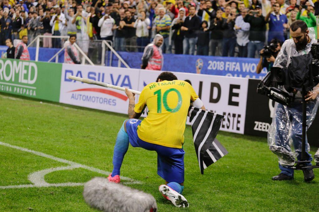 """Neymar volta a comemorar gol ao estilo CS: GO e """"quebra a internet"""" mais uma vez"""