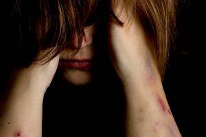 Jovem de 15 anos é estuprada e crime é transmitido no Facebook
