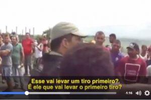 Imagens fortes – Policial militar atira a queima roupa e espanca manifestante – VEJA VÍDEO