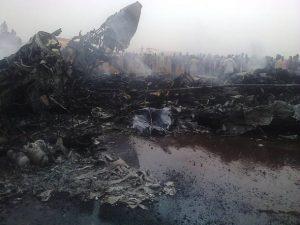 pouso emergencia aviao sudao do sul 300x225 - Avião faz pouso forçado no Sudão do Sul e 49 passageiros sobrevivem