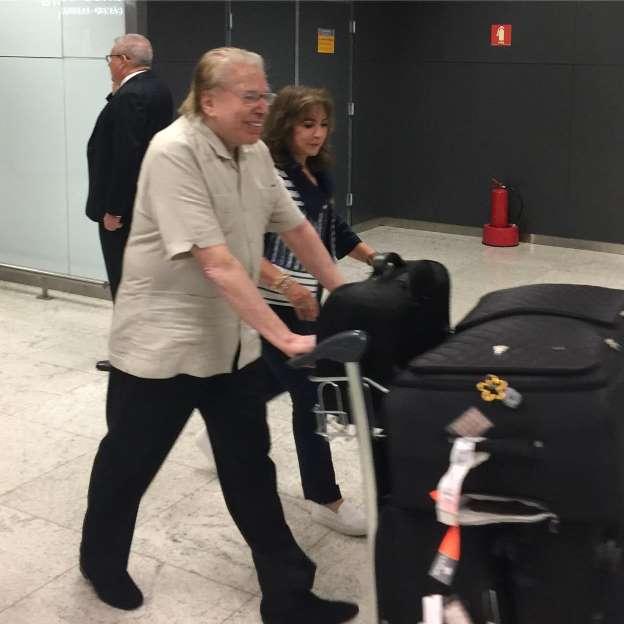 Silvio Santos volta a assumir cabelos brancos