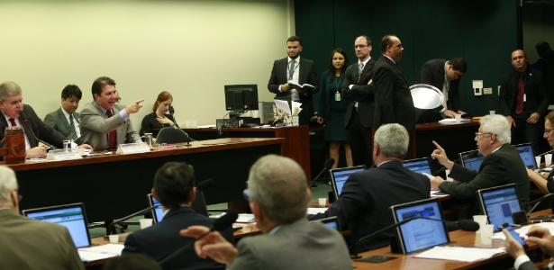 """""""VAGABUNDO É VOCÊ"""" – Deputados batem boca em audiência da comissão da PEC da Previdência; Vídeo"""