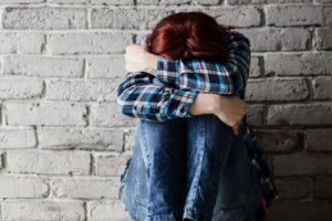 Mãe consegue impedir filha de cometer suicídio induzido pelo 'Baleia Azul'