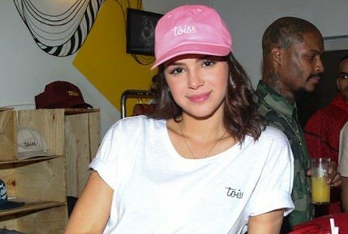 Bruna Marquezine comenta assédio dos fãs durante viagens