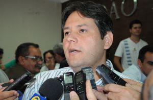 OUÇA: Após ameaças de morte, prefeito de Patos anda com três seguranças armados